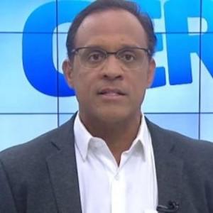Apresentador Zé Eduardo é diagnosticado com coronavírus.