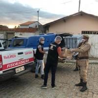 Polícia Militar distribui máscaras e álcool gel em Guanambi. - Foto 1