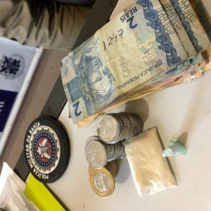 Caculé: Homem é preso com quantia em dinheiro e drogas.