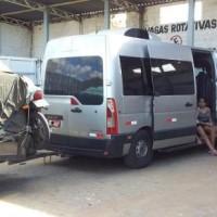 Fiscais da AGERBA e Policia Militar apreendem 04 veículos clandestinos de transporte de passageiros  em Guanambi. - Foto 6