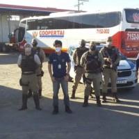 Fiscais da AGERBA e Policia Militar apreendem 04 veículos clandestinos de transporte de passageiros  em Guanambi. - Foto 7