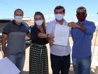Deputada participa de lançamento da Pedra Fundamental do Hospital Municipal de Guanambi.