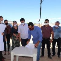 Deputada participa de lançamento da Pedra Fundamental do Hospital Municipal de Guanambi. - Foto 1