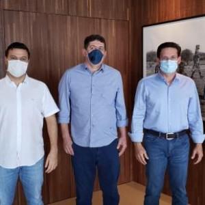 Pré candidato a Prefeito Zé Humberto e vice Rodrigão debatem futuro de Urandi com deputados João Roma e Luciano Simões.