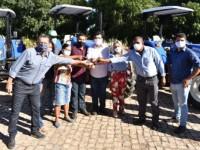 Prefeito Jairo Magalhães participa de entrega de tratores para associações rurais da região do baixio.