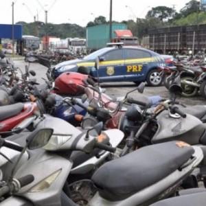 PRF realiza leilão com mais de 300 veículos retidos na Bahia.