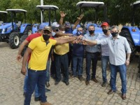 Deputado Charles Fernandes entrega equipamentos para comunidades rurais de Mutans e Sebastião Laranjeiras.