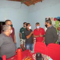 Deputado Charles Fernandes participa de entrega de trator agrícola em comunidade rural de Macaúbas. - Foto 1