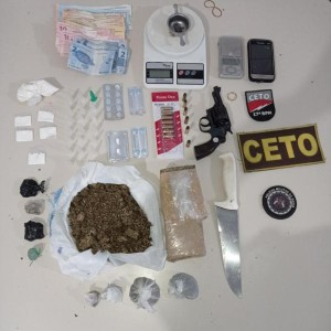 Guanambi: Polícia Militar prende proprietário de bar com drogas, arma de fogo, munições e balança de precisão.