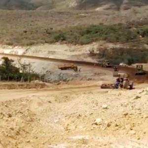 Obra de pavimentação na BA-263 ligando Urandi a Licínio de Almeida.
