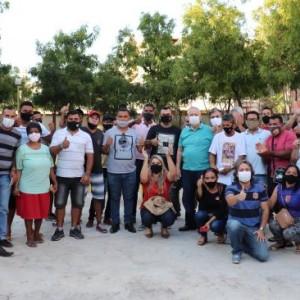 Nilo e Nal se reúnem com ambulantes e barraqueiros e dialogam para a melhoria das condições de trabalho da categoria.