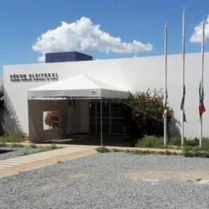 Prefeito de Guanambi e emissora de rádio são multados pela Justiça Eleitoral.