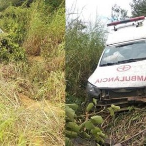 Ambulância de Guanambi cai em ribanceira.