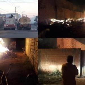 Bombeiros controlam incêndio em serraria na cidade de Guanambi.