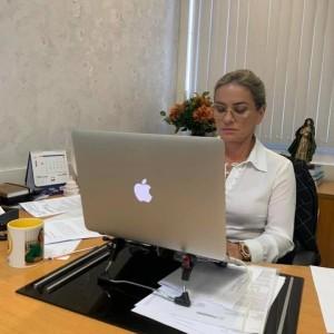 CCJ aprova projeto para Procuradoria da Mulher na Alba e outras pautas femininas.