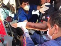 Colisão entre dois caminhões deixa motorista morto na BR-430 em Riacho de Santana.