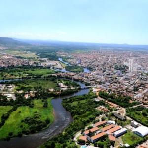 Decreto do Governo permite apenas serviços essências em Barreiras e outros 35 municípios do Oeste Baiano.
