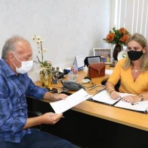 Ivana Bastos viabiliza equipamentos de saúde para Iraquara.