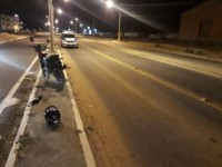 Acidente entre moto e caminhão deixou um homem ferido em Guanambi.