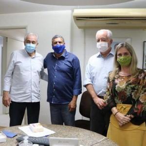 Ivana Bastos e prefeitos tratam de demandas na Seinfra.