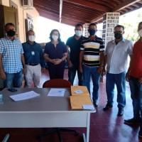 Deputado Charles Fernandes entrega tratores agrícolas para os municípios de Matina e Rio do Antônio. - Foto 2