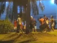 Adolescentes e jovens promoveram briga generalizada na Praça da Prefeitura de Guanambi.