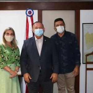 Ivana e Reinalldo se reúnem com governador em exercício e buscam investimentos para Iuiu em órgãos do estado.