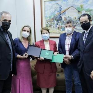 Presidente da Unale, deputada Ivana Bastos se reúne com ministra da Agricultura.