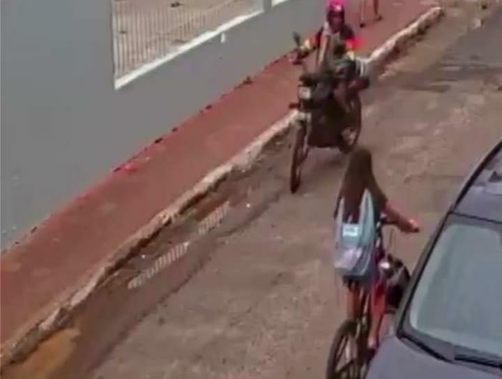 Policiais militares prenderam em Licínio de Almeida suspeito de assaltar estabelecimento comercial em Caculé.