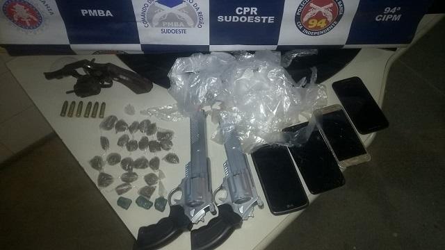 Polícia Militar prende 04 pessoas por tráfico de drogas em Caetité.
