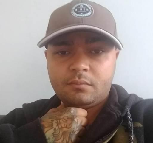 Um suspeito morre e outro fica ferido ao trocar tiros com policiais em Guanambi.