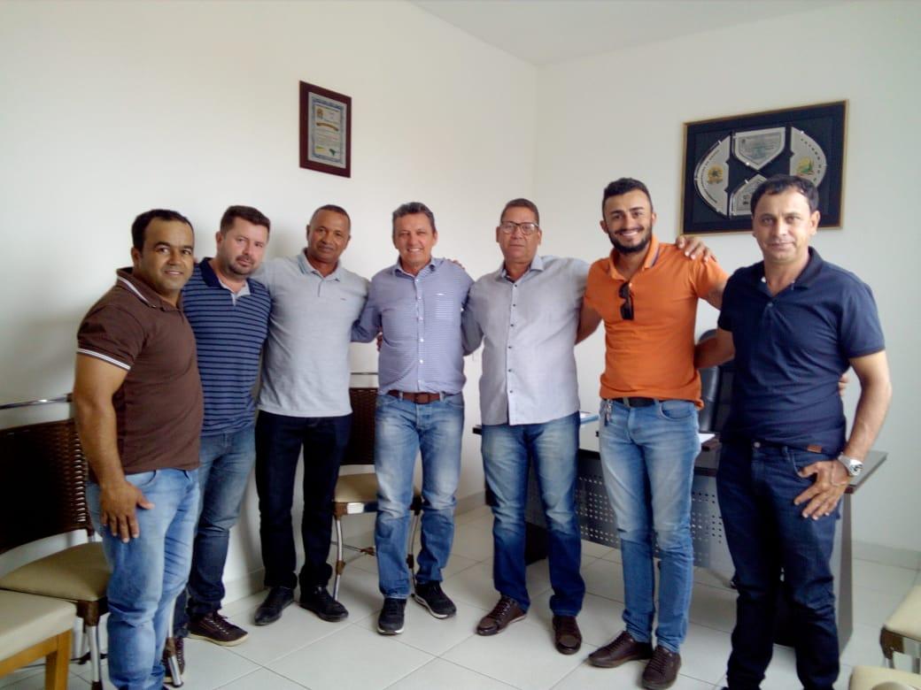Deputado Charles Fernandes se reúne com lideranças de Guajeru.