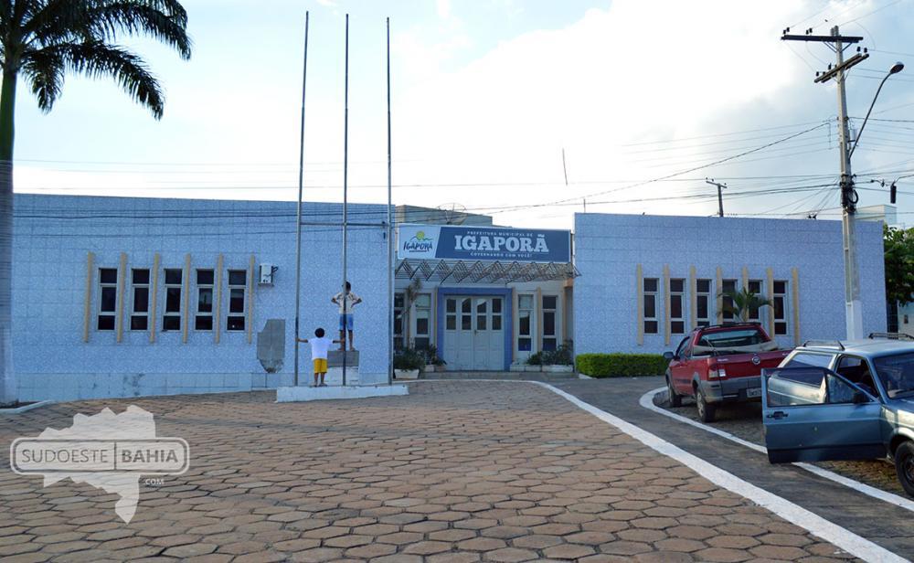 Funcionários de empresa contratada pela prefeitura de Igaporã denunciam atrasos de salários.