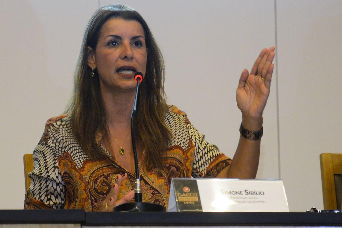 Ministério Público diz que porteiro mentiu ao citar nome de Bolsonaro.