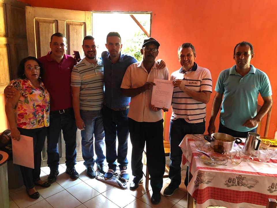 Deputado Charles cumpre agenda de trabalho e política no distrito de Julião.