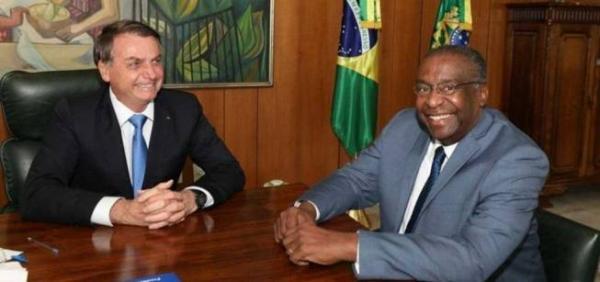 Bolsonaro anuncia Carlos Alberto Decotelli como ministro da Educação.