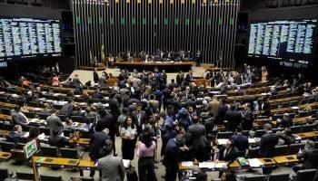 Centrão se mobiliza para barrar adiamento das eleições, diz jornal.