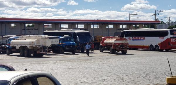 Fiscais da AGERBA e Policia Militar apreendem 04 veículos clandestinos de transporte de passageiros  em Guanambi.