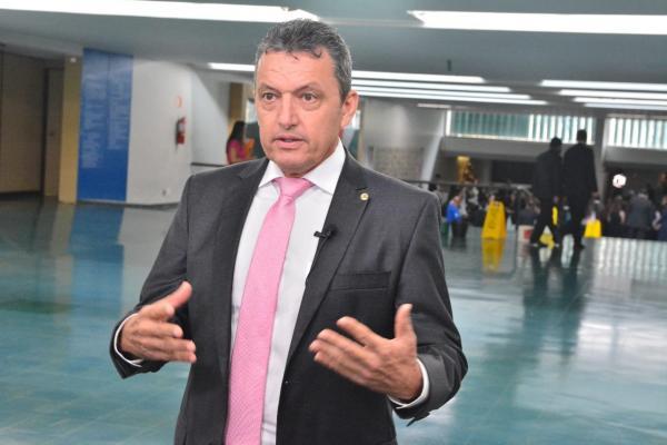 Charles Fernandes diz que cometeu equívoco ao votar contra prorrogação do Auxílio Emergencial até dezembro.