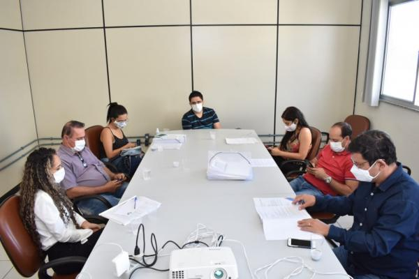 Comitê de Enfrentamento ao Covid-19 de Guanambi se reúne com o Prefeito para definir estratégias frente ao cenário epidemiológico.
