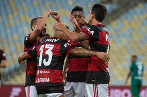 Diretoria do Flamengo vai cobrar R$10 para quem quiser assistir jogo do time na TV.