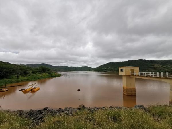 Embasa utilizou água de Ceraíma para abastecer Guanambi durante realização de serviço emergencial.