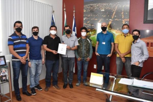 Prefeitura de Guanambi recebe diagnóstico para elaboração do programa de resíduos sólidos.