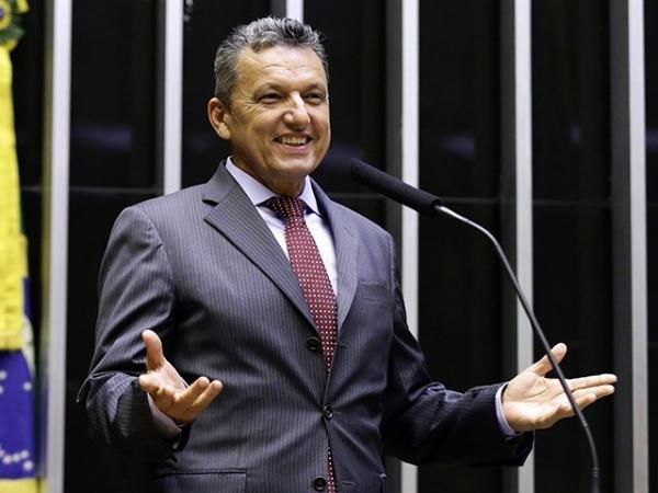 Deputado Federal Charles Fernandes comemora anúncio da pavimentação asfáltica da BR-030 entre Cocos e Carinhanha.