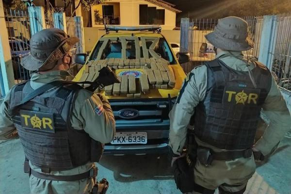 Mais de 90 quilos de maconha são aprendidos dentro de ônibus em Brumado.