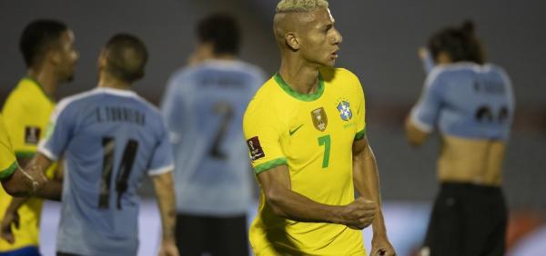 Brasil bate o Uruguai por 2 a 0 e segue 100% nas Eliminatórias.