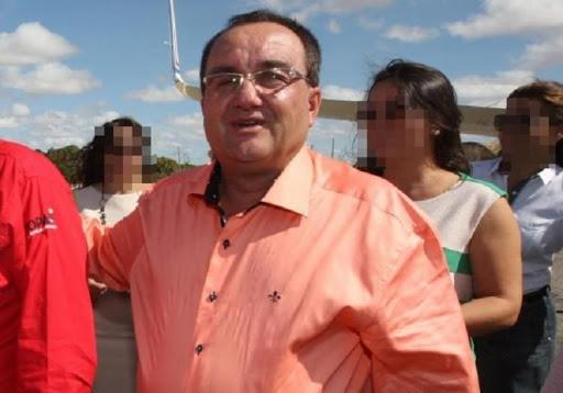 Reginaldo é eleito prefeito de Candiba.