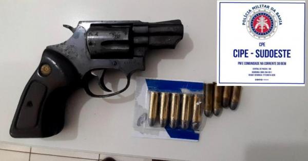 Caesg detém dois homens com arma de fogo e munições em Riacho de Santana.