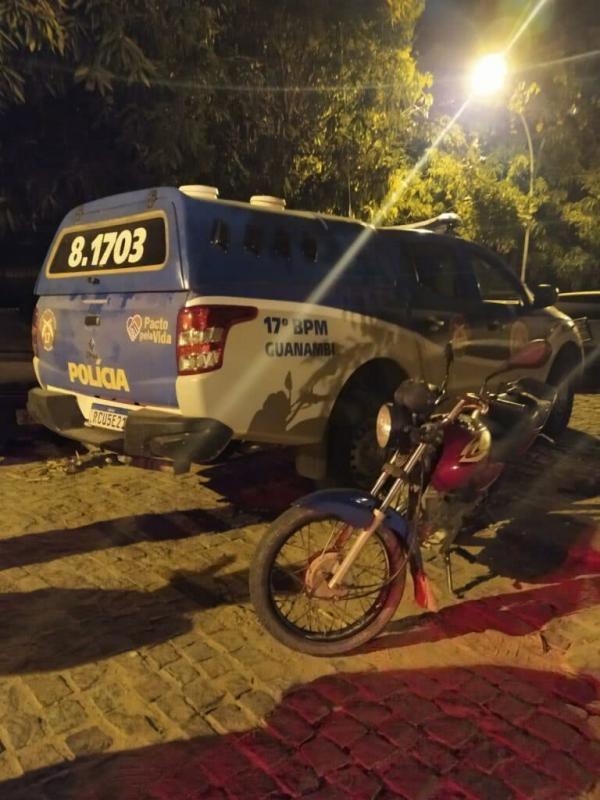 Dupla é presa com moto furtado em Guanambi.