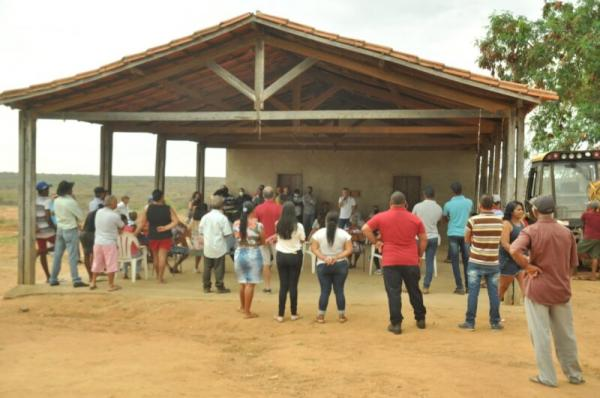 Em Sebastião Laranjeiras a Secretaria de Agricultura agiliza providências para projeto de apoio a produtores do assentamento.